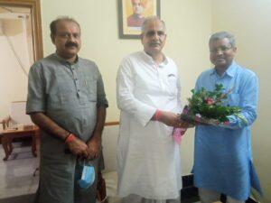 क्षेत्रीय संगठन महामंत्री नागेंद्र जी से मुलाकात करते बाबूलाल मरांडी और चतरा सांसद सुनील सिंह