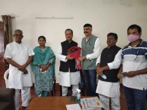 नई दिल्ली में सुबोधकांत सहाय से मुलाक़ात करते राजेश ठाकुर और नवनियुक्त कार्यकारी अध्यक्ष