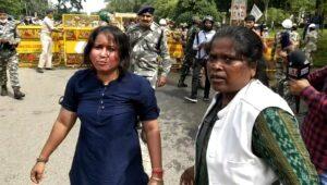 पुलिस लाठीचार्ज में घायल बीजेपी की महिला कार्यकर्ता