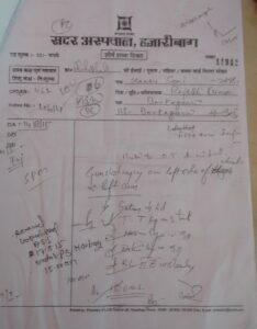 सदर अस्पताल की रिपोर्ट कहती है कि मंटू सोनी गोली लगने से घायल हुए, सरकार कहती है कि पुलिस ने हवाई फायरिंग की