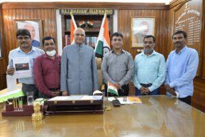 राज्यपाल रमेश बैंस से मुलाकात करते झारखंड फोटोजर्नलिस्ट एसोसिएशन के पदाधिकारीगण