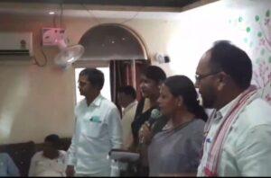 प्रदीप यादव और दीपिका पांडेय सिंह के सामने ही आपस में भिड़ गये कांग्रेस और जेवीएम के कार्यकर्ता