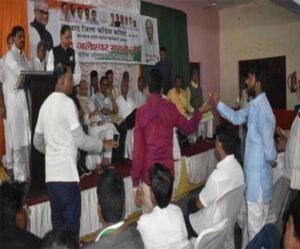मन्नान मलिक और बाबू अंसारी के समर्थकों के बीच कहासुनी