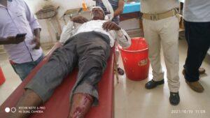 पुलिस लाठीचार्ज में दर्जनों ग्रामीण घायल