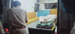 स्थानीय लोगों ने किसी तरह निकालकर अस्पताल पहुंचाया