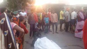 आक्रोशित ग्रामीणों ने किया सड़क जाम