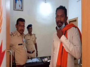 पुलिस गिरफ्त में मनोज मुंडा